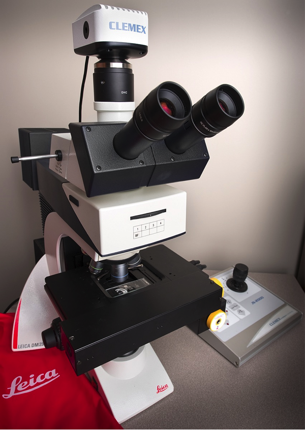 LEICA DM 2500M based Clemex DM Vision PE system for particle size characterization. Photo by Kavin Kowsari.